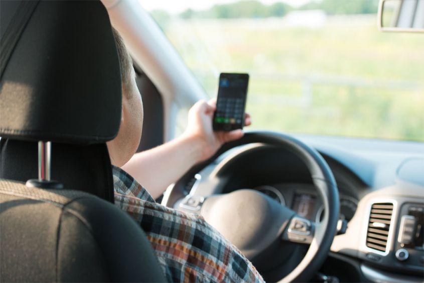 cellulare-alla-guida.jpg